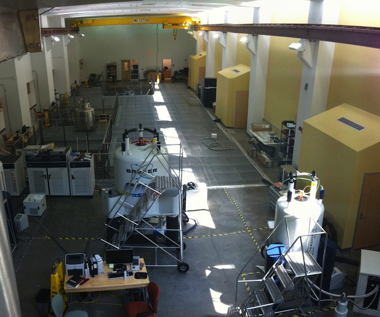 Top view of the Structural Biology NMR facility, with the 600WB in front.